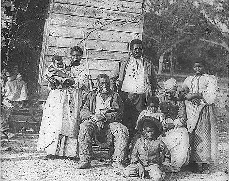 Family_of_African_American_slaves_on_Smiths_Plantation_Beaufort_South_Carolina-crop-473x375
